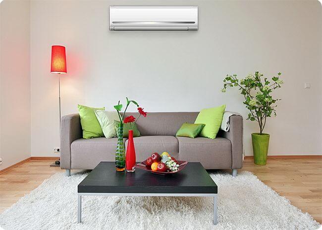 безопасное использование кондиционера над диваном