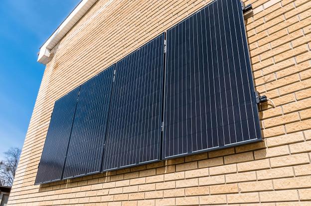 солнечные панели на стене в Харькове