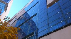 многофункциональный фасад с солнечными панелями